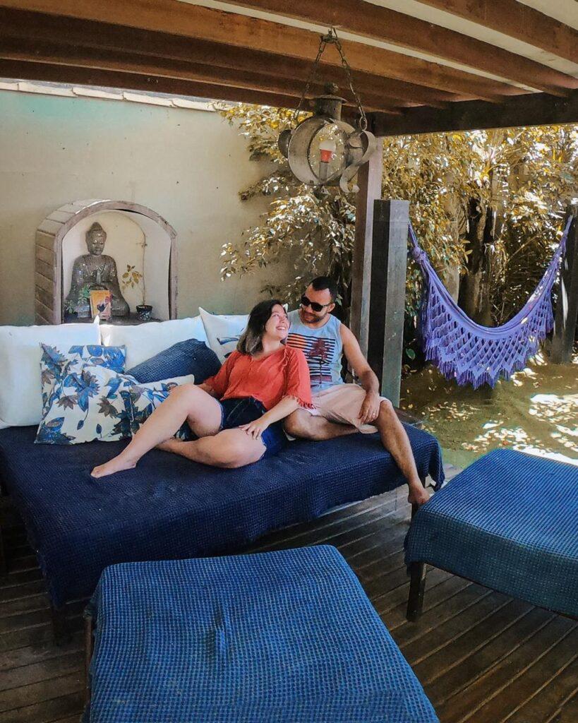 Lounge para descansar depois da praia torna a pousada lugar ideal de onde ficar em Arraial